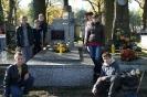 Złożenie hołdu przez uczniów PSP nr 1 im. Jana Pawła II ks. Franciszkowi Nicałkowi - w rocznicę śmierci  19.10.2012